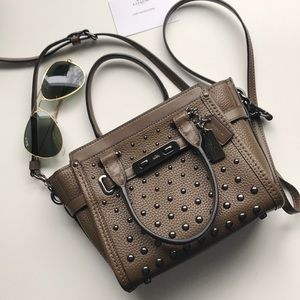 NEW Coach Swagger 21 crossbody bag